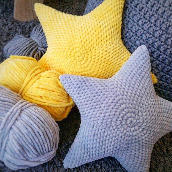 poduszki gwiazdki robione na szydełku